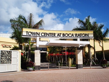 And that's just about indicative of not just the stores here in Boca Raton's Town Center, but it's also indicative of the customers here at Boca Raton's Town Center. The mall is clean, well maintained, nicely laid out and full of high end shops like Bulgari, Hugo Boss, Versace, Cartier, Gucci and TIffany.4/4().